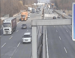 A01 West Autobahn: Bei Anschlussstelle Flughafen, Blickrichtung Wien – Km 295,87 webcam Live