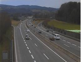 A01 West Autobahn: Bei Anschlussstelle Sankt Georgen, Blickrichtung Salzburg – Km 242,10 webcam Live