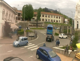 Gazzaniga – Bushaltestelle Webcam Live