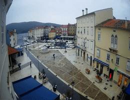 Cres Main square Webcam Live